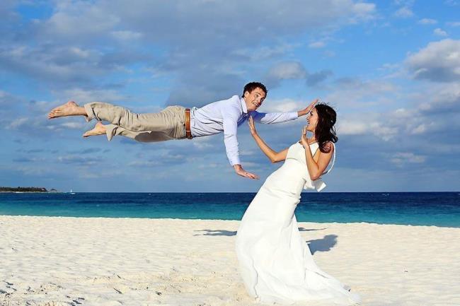カップルの面白い結婚式の写真のコレクション