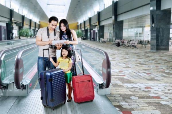 Trainieren Sie Sicherheitsfähigkeiten auf Reisen für Kinder