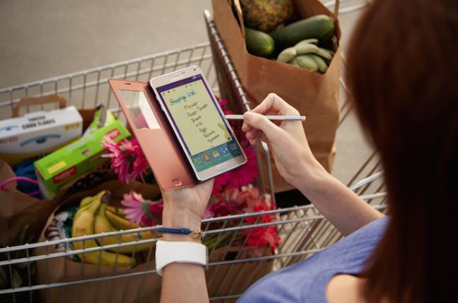 Samsung memamerkan ketahanan Galaxy Note 4