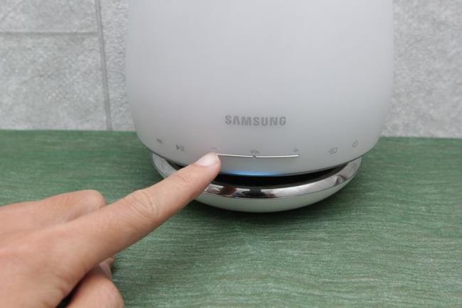 كيفية استخدام لوحة التحكم في السماعات اللاسلكية Samsung WAM6501 و WAM7501