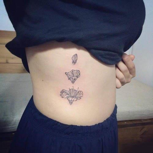 Koleksi tatu di pinggang untuk wanita yang penuh dengan seksi dan menggoda