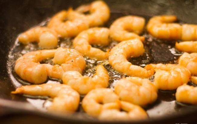 How to make fried noodles with shrimp and mint cool, delicious and unforgettable