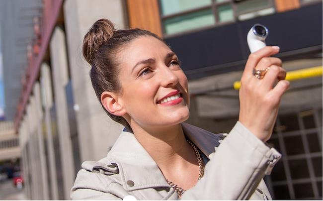 Selfie gaya baru dengan HTC RE: kamera 16MP, dengan harga $ 199