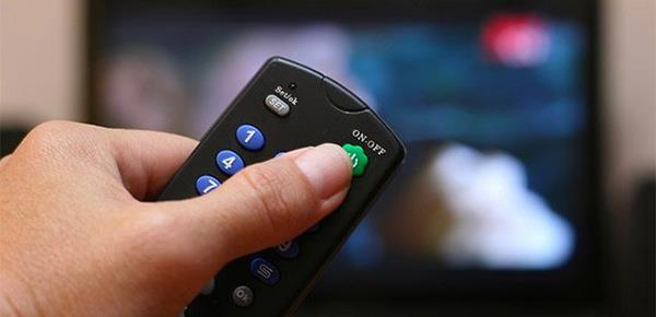 Haruskah saya mencabut TV setelah berhenti menonton?