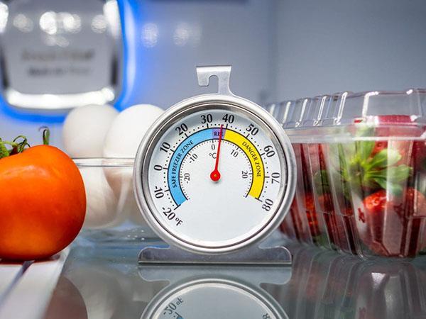 Berapa lama lemari es dapat menyimpan makanan jika terjadi pemadaman listrik?