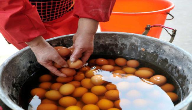 تخم مرغ جوشانده در ادرار - ذات آشپزی