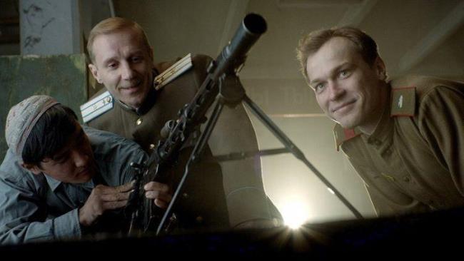 مراجعة فيلم AK 47 - كلاشينكوف (2020) - قصة أسلحة أسطورية