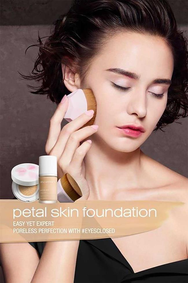Alas Bedak Shu Uemura Petal Skin, dengan ekstrak kelopak!