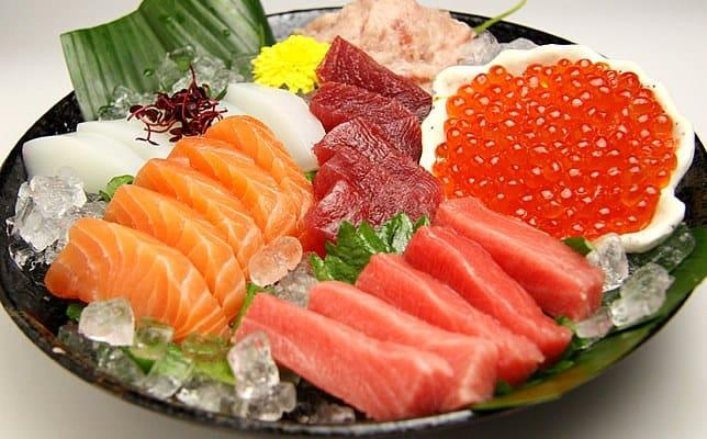 types of seafood pregnant women should not eat to avoid