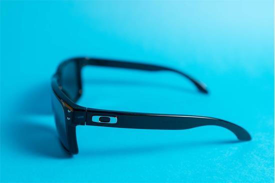 Como identificar óculos Oakley genuínos