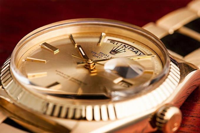 Safir kristalli saat satın almak için nedenler
