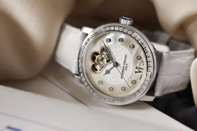 Kadınlar neden sık sık içe dönük saatler takarlar?