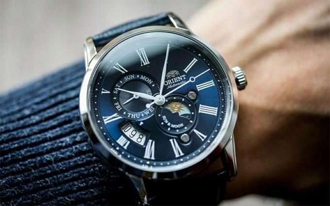 Jam tangan mana yang harus saya pilih, dan warna apa?