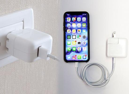 IPhone बैटरी को पूरी तरह से तेज चार्ज करने के निर्देश लेकिन फिर भी सुरक्षा सुनिश्चित करते हैं