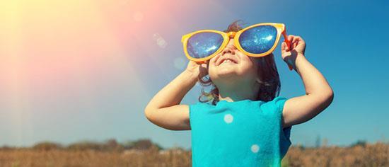 Wie hoch ist die UV-Bewertung (Ultraviolett) der Linsen?