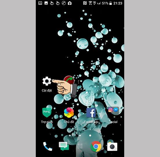 Glisați spre dreapta pentru a deschide ecranul BlinkFeed pe HTC U Play